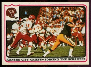 1976 Fleer Team Action #14 - Kansas City Chiefs - Forcing the Scramble - nm+