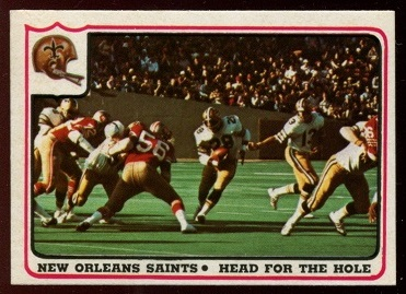 1976 Fleer Team Action #45 - New Orleans Saints - Head for the Hole - exmt